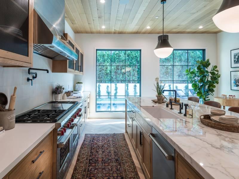 Χαλί στον διάδρομο της κουζίνας