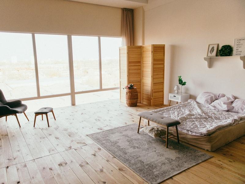 Κρεβατοκάμαρα με χαλί